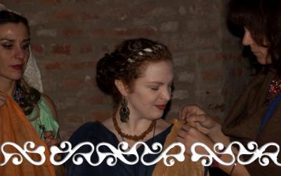 matrimonio galloromano galloromanitas sposa sposo celti romani cercini seni crines acconciatura vestale dote museo antichità veste color zafferano peplo velo corona verbena maggiorana velo fiammeggiante trecce trucco guerriero