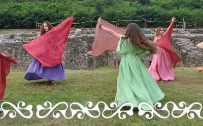 Okelum dervonnae dervonne danze dance antiche hystorical roman dance celtic feminine danze femminili matrone villa romana caselette auxilia almese gallloromanitas romanizzazione reenactment danzatrici celtiche danzatrici romane danza romana